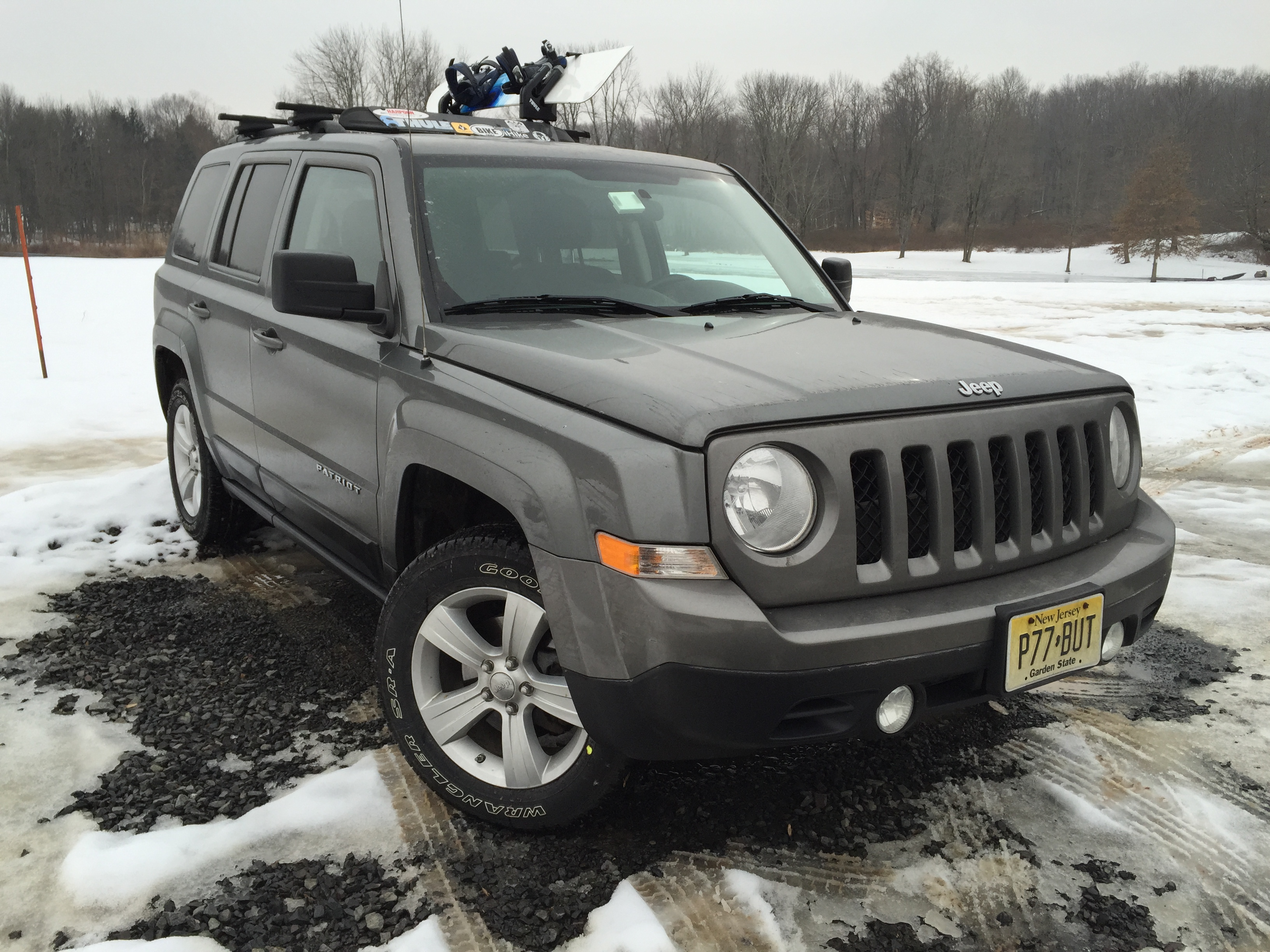 installing the thule 575 universal snowboard rack on a jeep