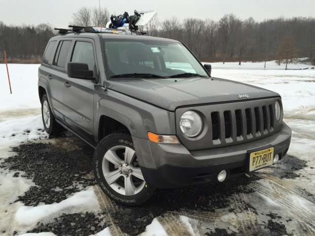 Thule-snowboard-rack-575-jeep-patriot008