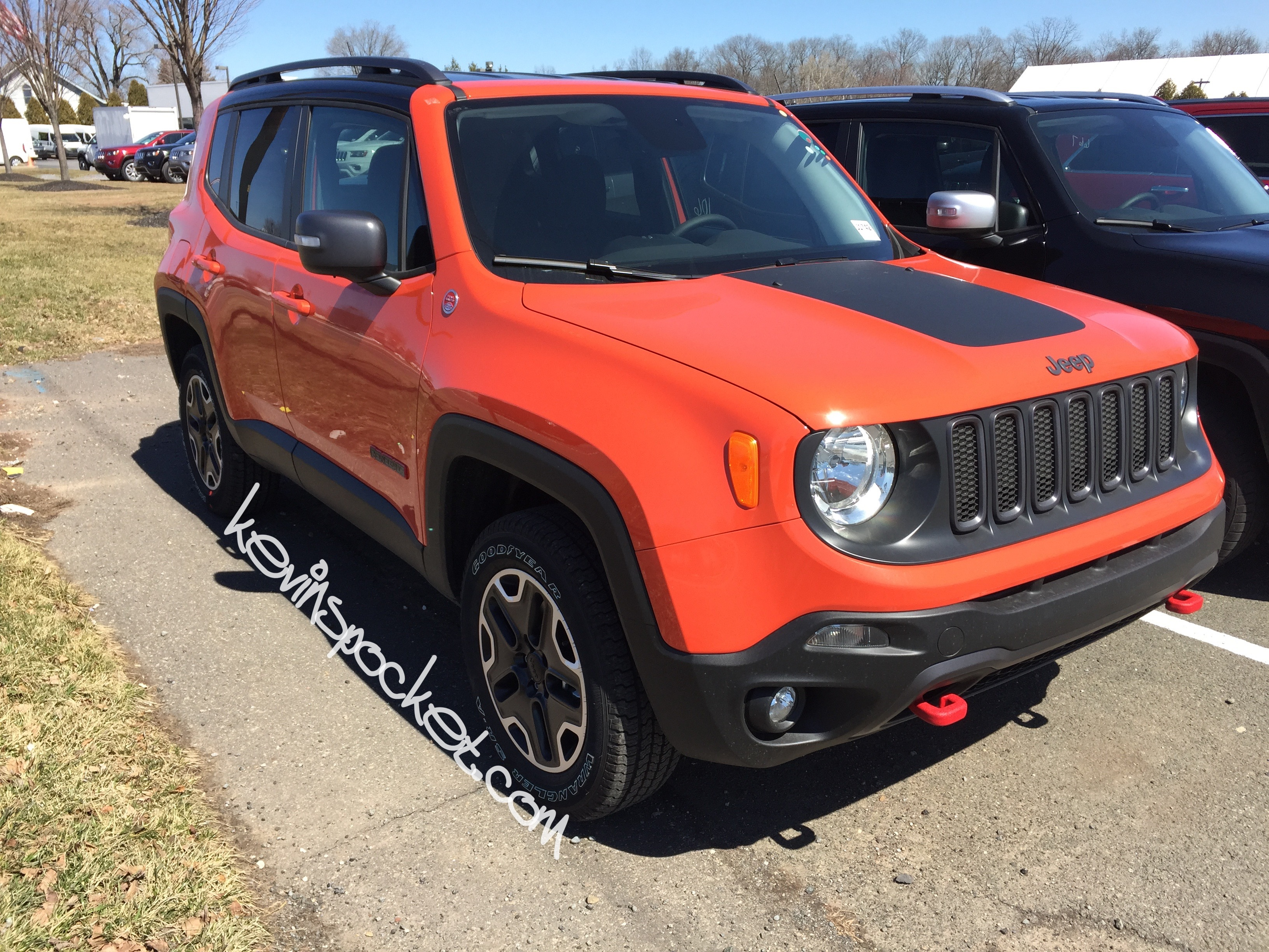 2015 jeep renegade trailhawk omaha orange 003 kevinspocket. Black Bedroom Furniture Sets. Home Design Ideas
