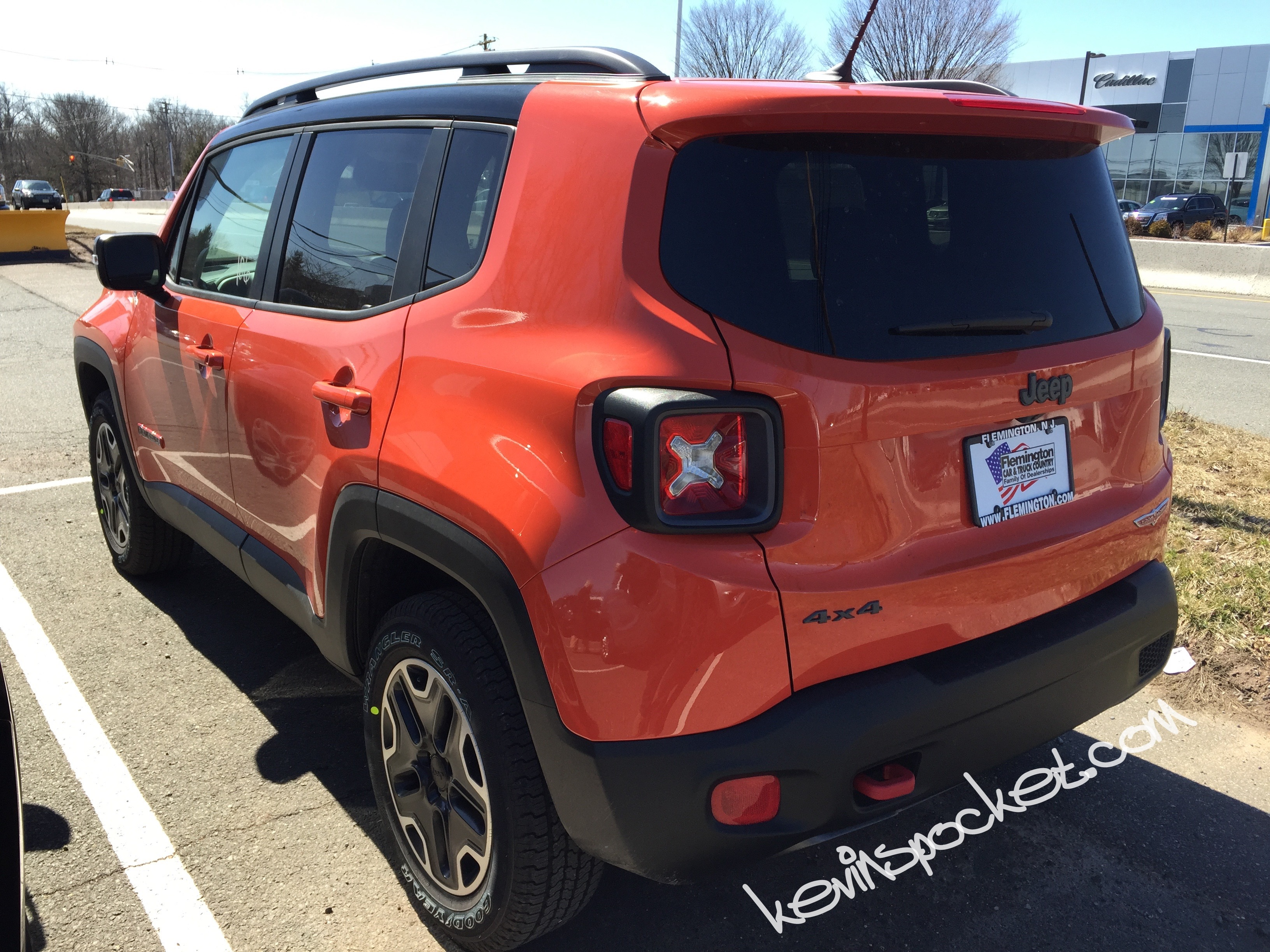 2015 jeep renegade trailhawk omaha orange 005 kevinspocket. Black Bedroom Furniture Sets. Home Design Ideas