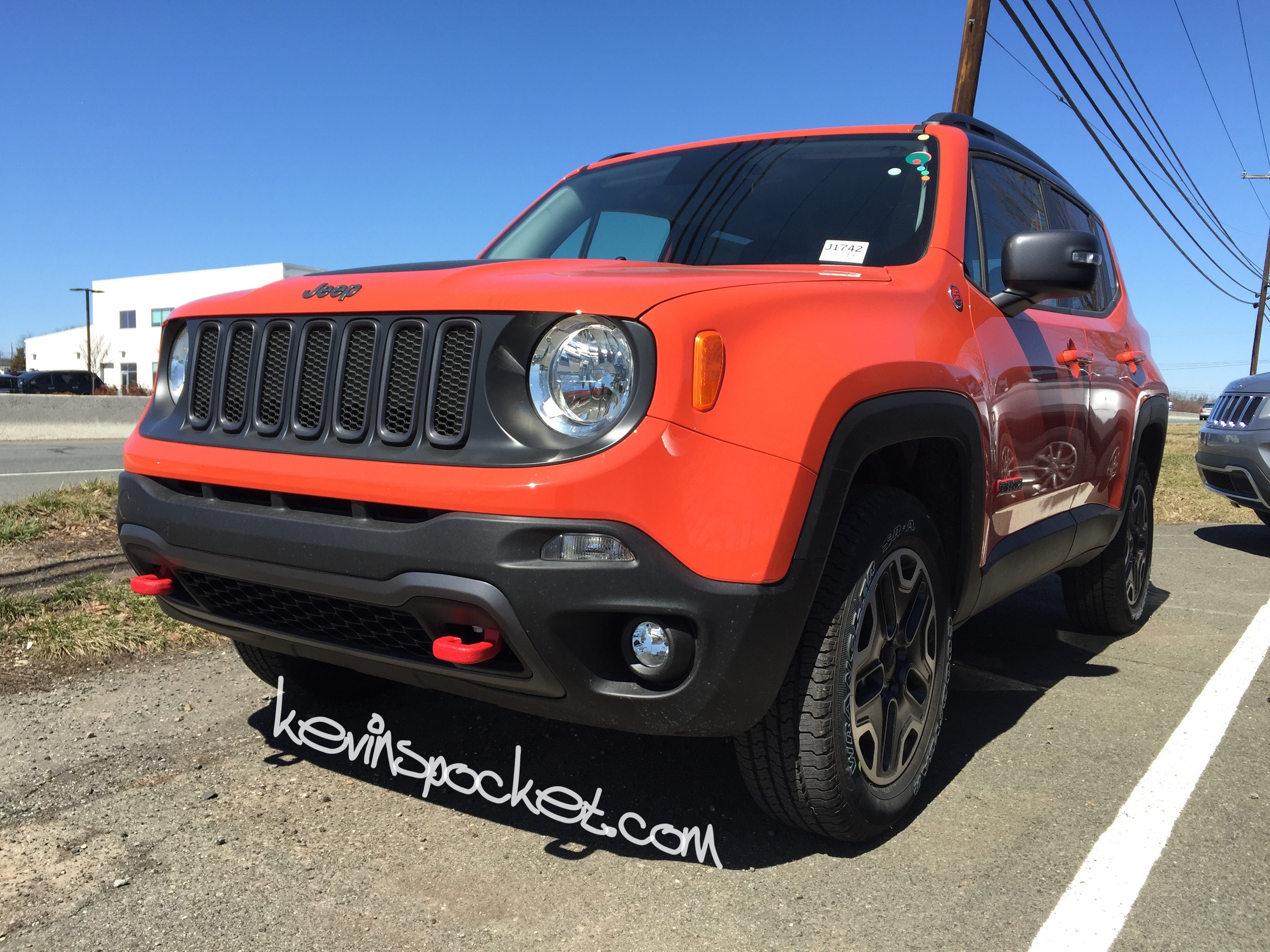 2015 jeep renegade trailhawk omaha orange 006 kevinspocket. Black Bedroom Furniture Sets. Home Design Ideas