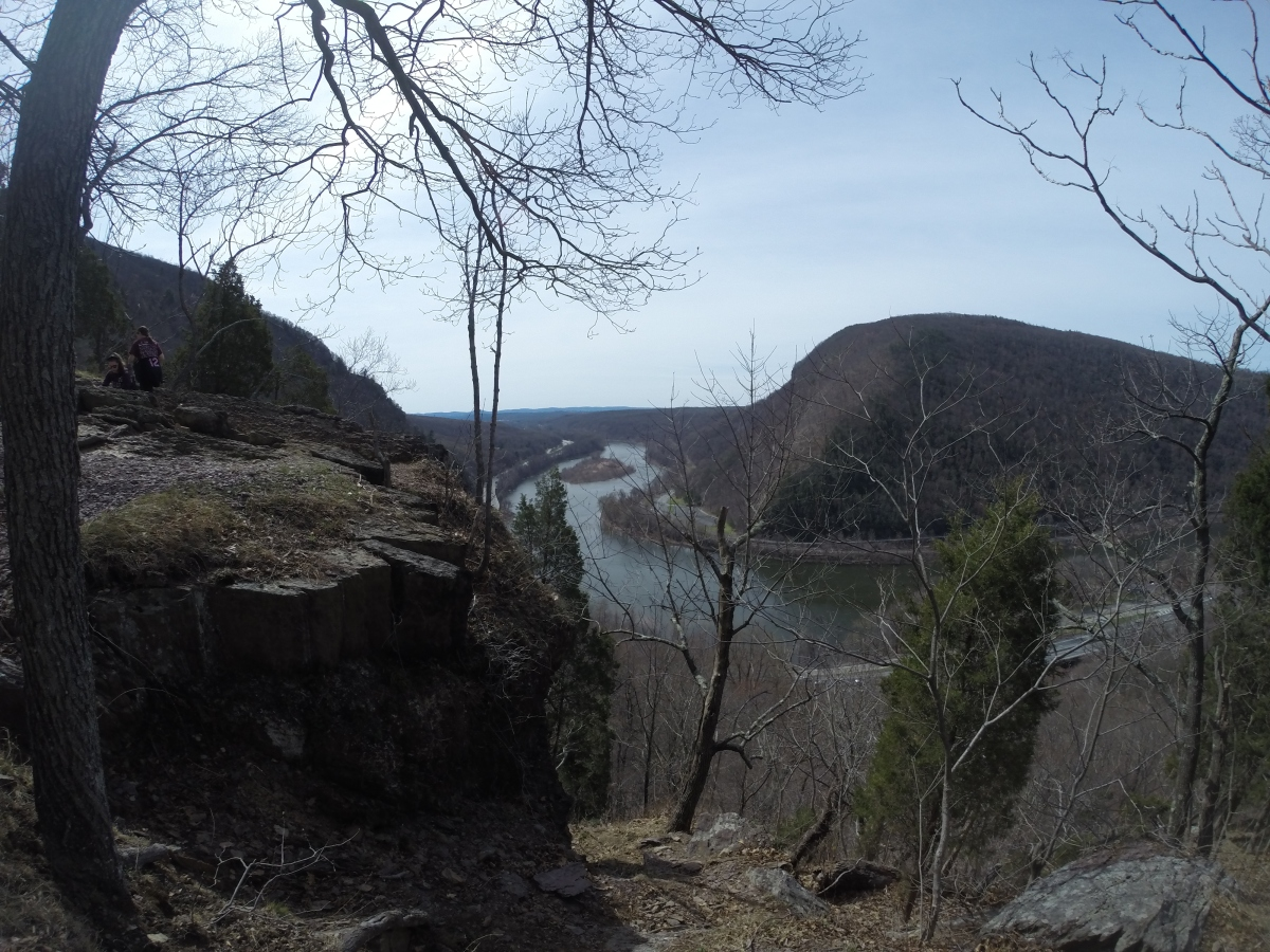 Warm weather hiking on Mount Tammany - NJ