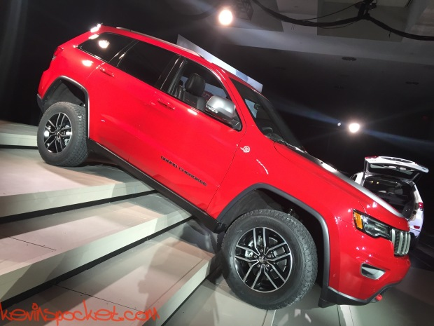 2017-Jeep-Grand-Cherokee-Trailhawk_NYIAS-Reveal_00169