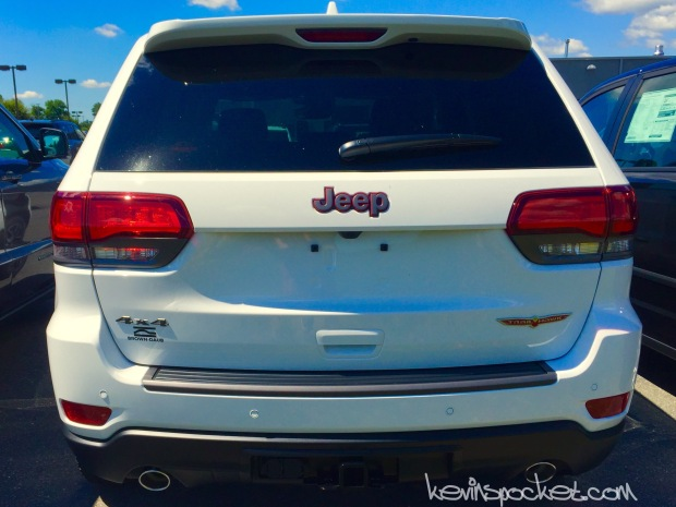 2017-Jeep-Grand-Cherokee-Trailhawk-White105