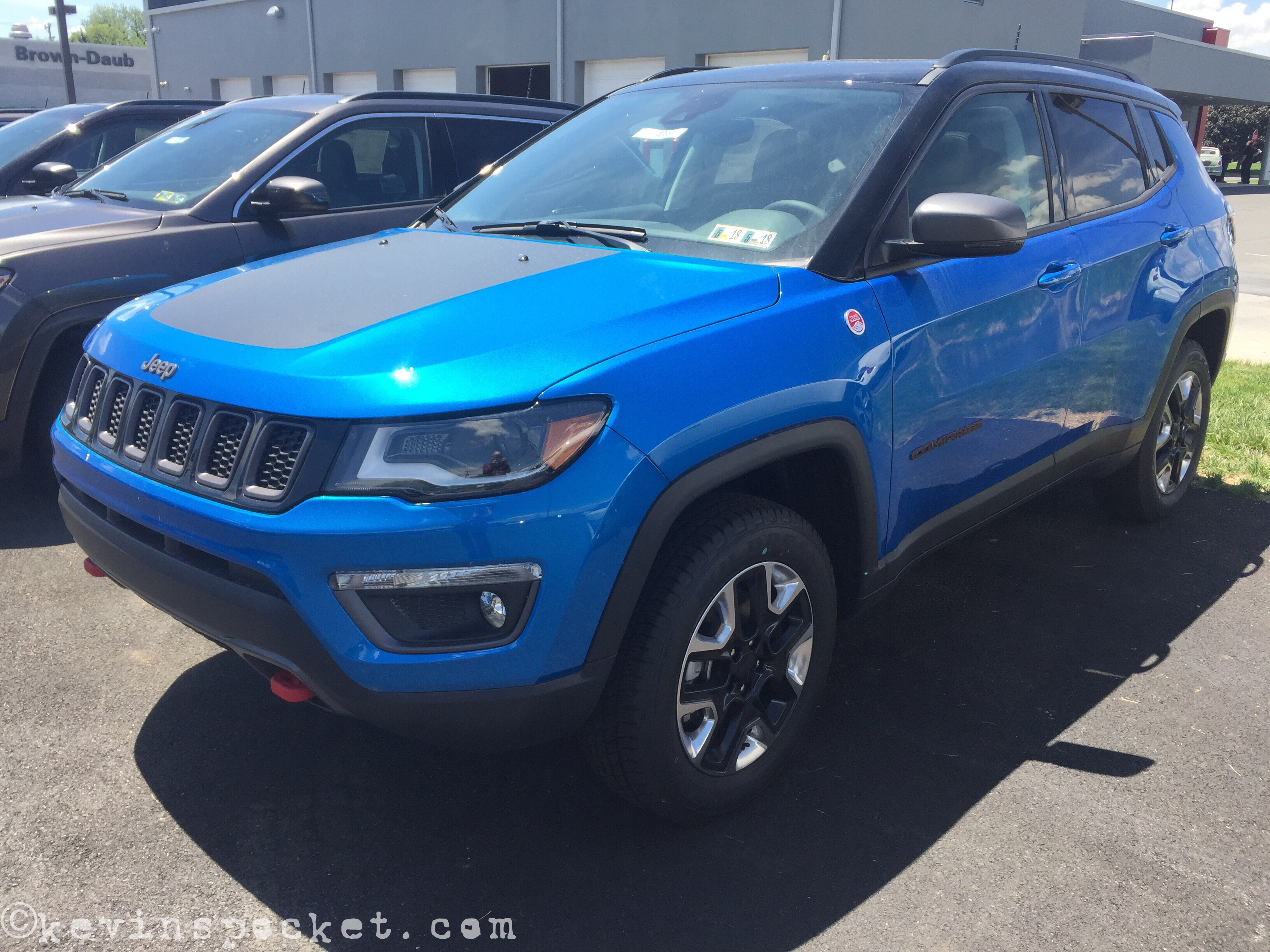 2014 Jeep Wrangler Unlimited Rubicon >> Laser Blue Compass Trailhawk spotted – kevinspocket