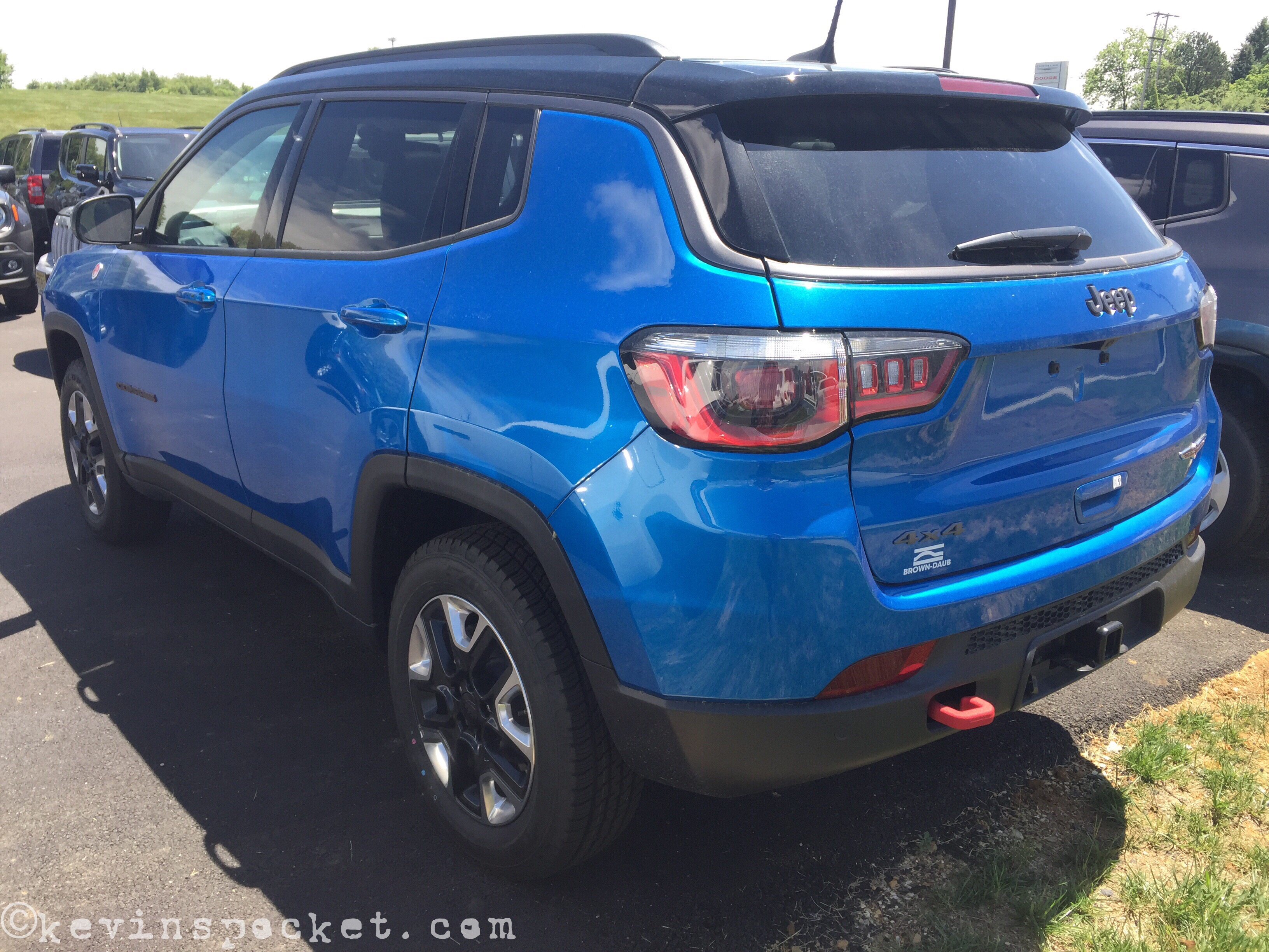 Laser Blue Compass Trailhawk spotted – kevinspocket
