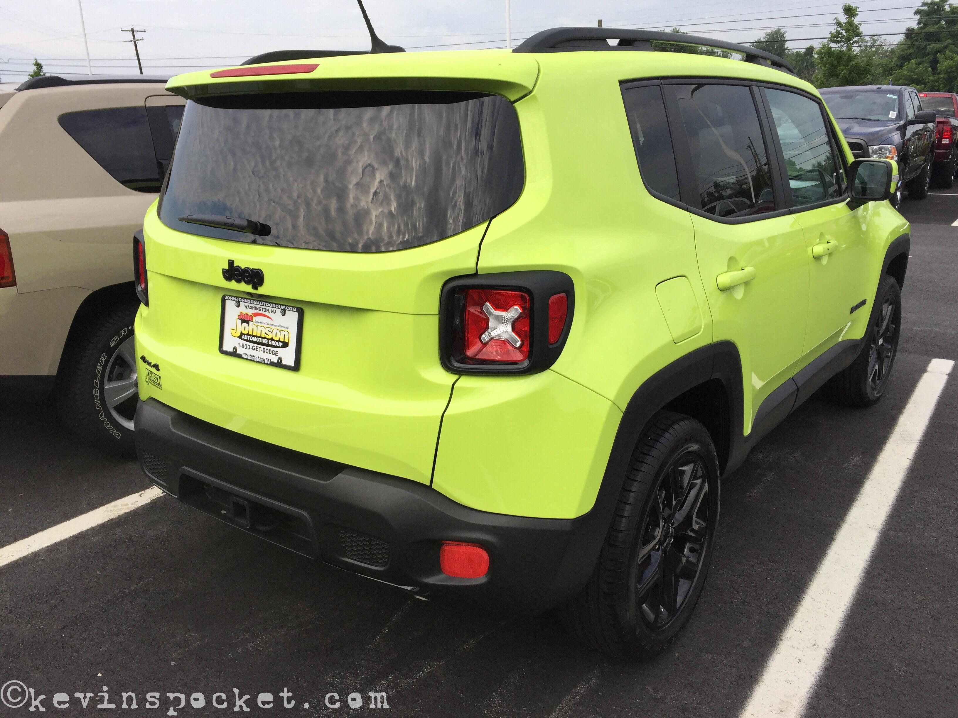 hyper green jeep renegade spotted kevinspocket. Black Bedroom Furniture Sets. Home Design Ideas