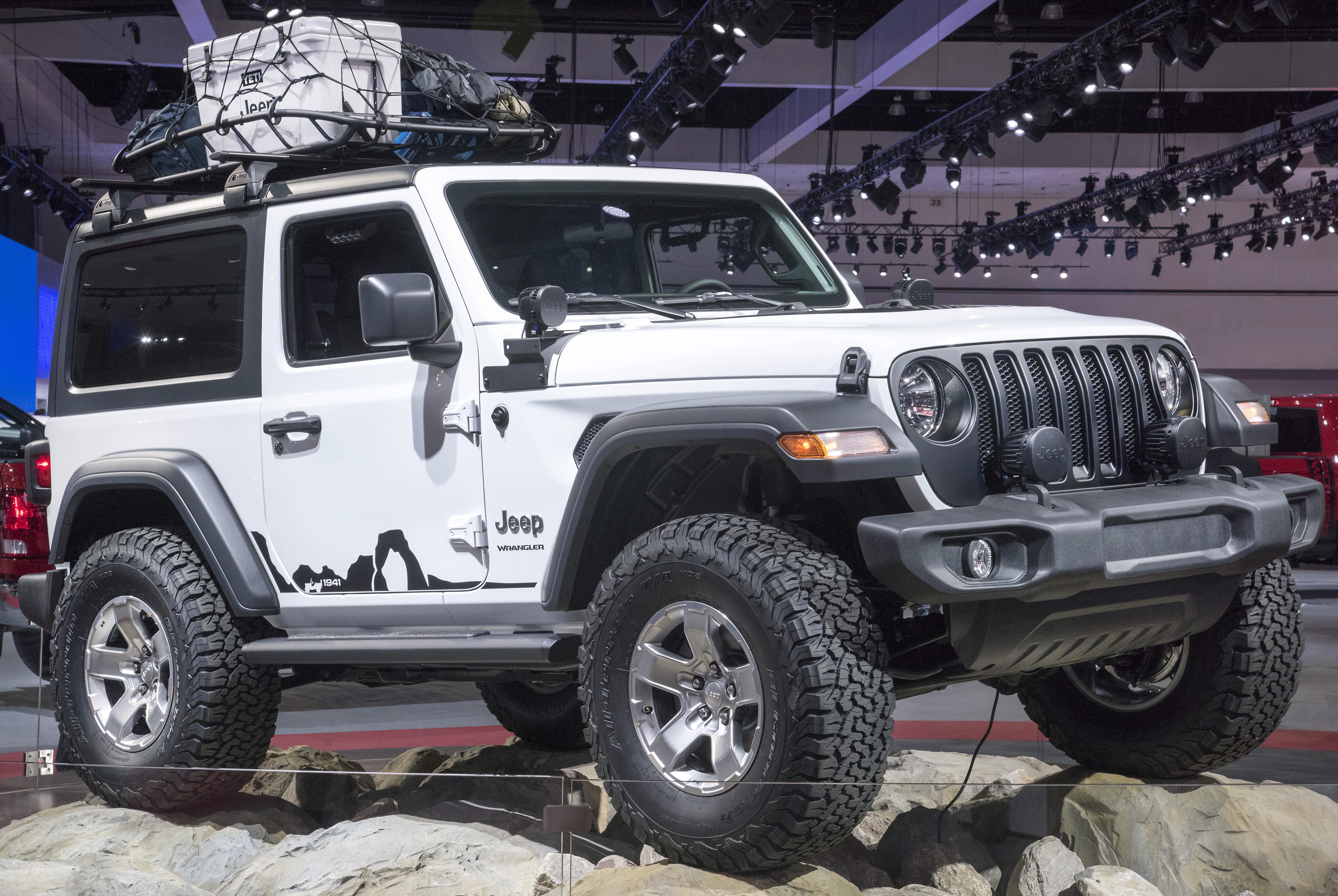 Jeep Jk Tires >> Mopar equipped 2018 Wrangler JL Sport showcased in LA – kevinspocket