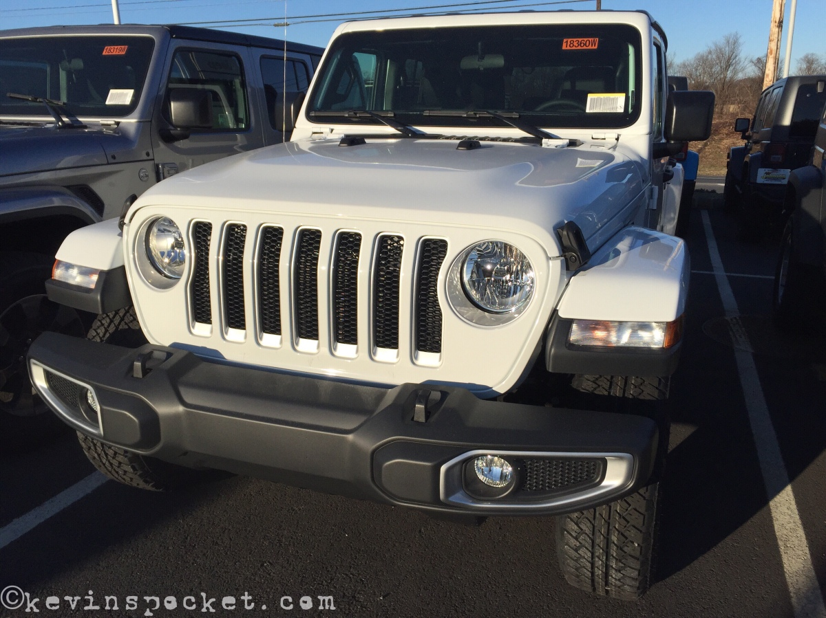 Bright White Jeep Wrangler JL Sahara spotted!